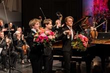 Das Klavierdio Lucas und Arthur Jussen mit Clemens Schuldt © Florian Ganslmeier