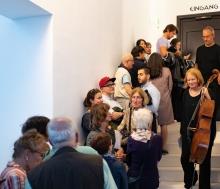 Die Gäste des Kammermusik Sommerfestes warten schon ungeduldig auf die Öffnung der Türen zur nächsten Kammermusik. © Florian Ganslmeier