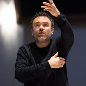 Jörg Widmann dirigiert das MKO. Foto: Florian Ganslmeier