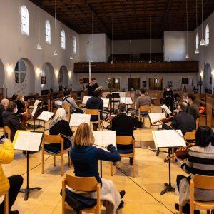 Jörg Widmann dirigiert sein Choralquartett in der Himmelfahrtskirche. Die Ton- und Videoaufnahmen gibt's ganz bald hier zu hören und zu sehen Foto: Florian Ganslmeier