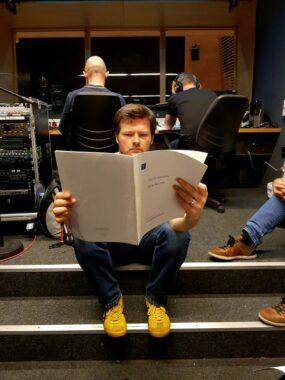 David Fennessy im Studio bei der Aufnahme von Hirta Rounds.