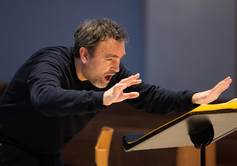 Jörg Widmann dirigiert das MKO