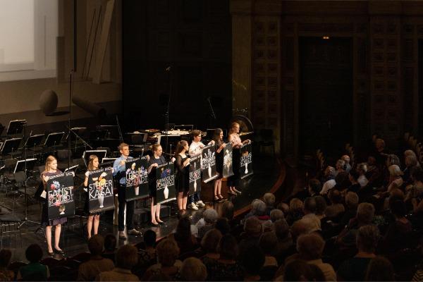 Das aktuelle P-Seminar gestaltet die Konzerteinführung zum 8. Abo der Saison 2018/19